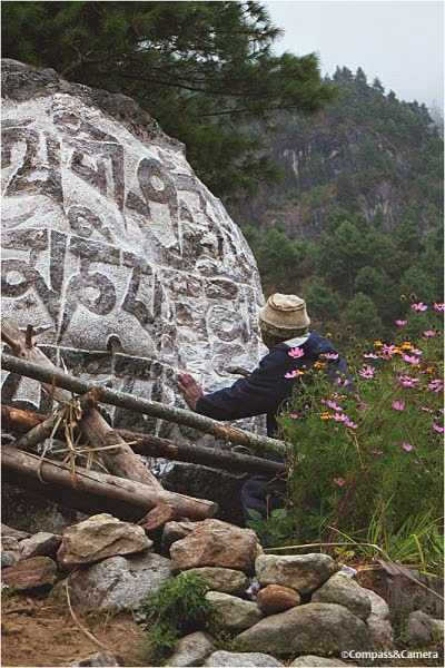 Carving the Tibetan prayer