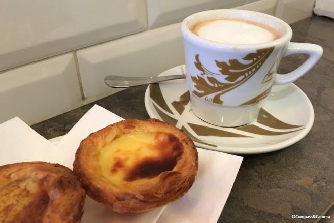 Pastel de nata avec un café