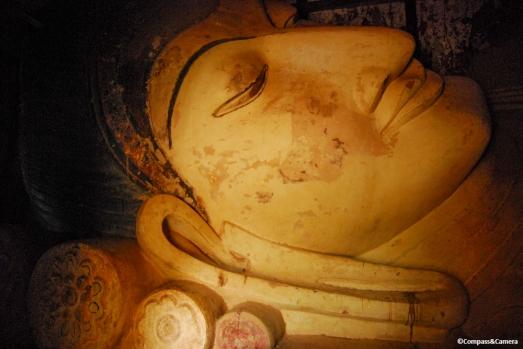 Reclining Buddha at Shinbinthalyaung Pahto