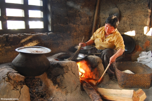 Making rice candy :: Teoprongchu, Bhutan
