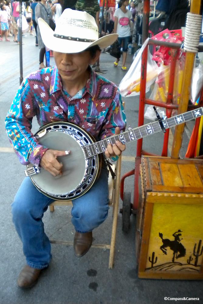 Bangkok banjo man